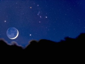 david-nunuk-crescent-moon-with-earthshine-above-a-cloud-layer-with-the-constellation-orion